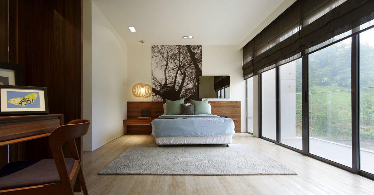 Slaapkamer Ideeen Taupe : Balcony patio doors bedroom modern townhouse ...