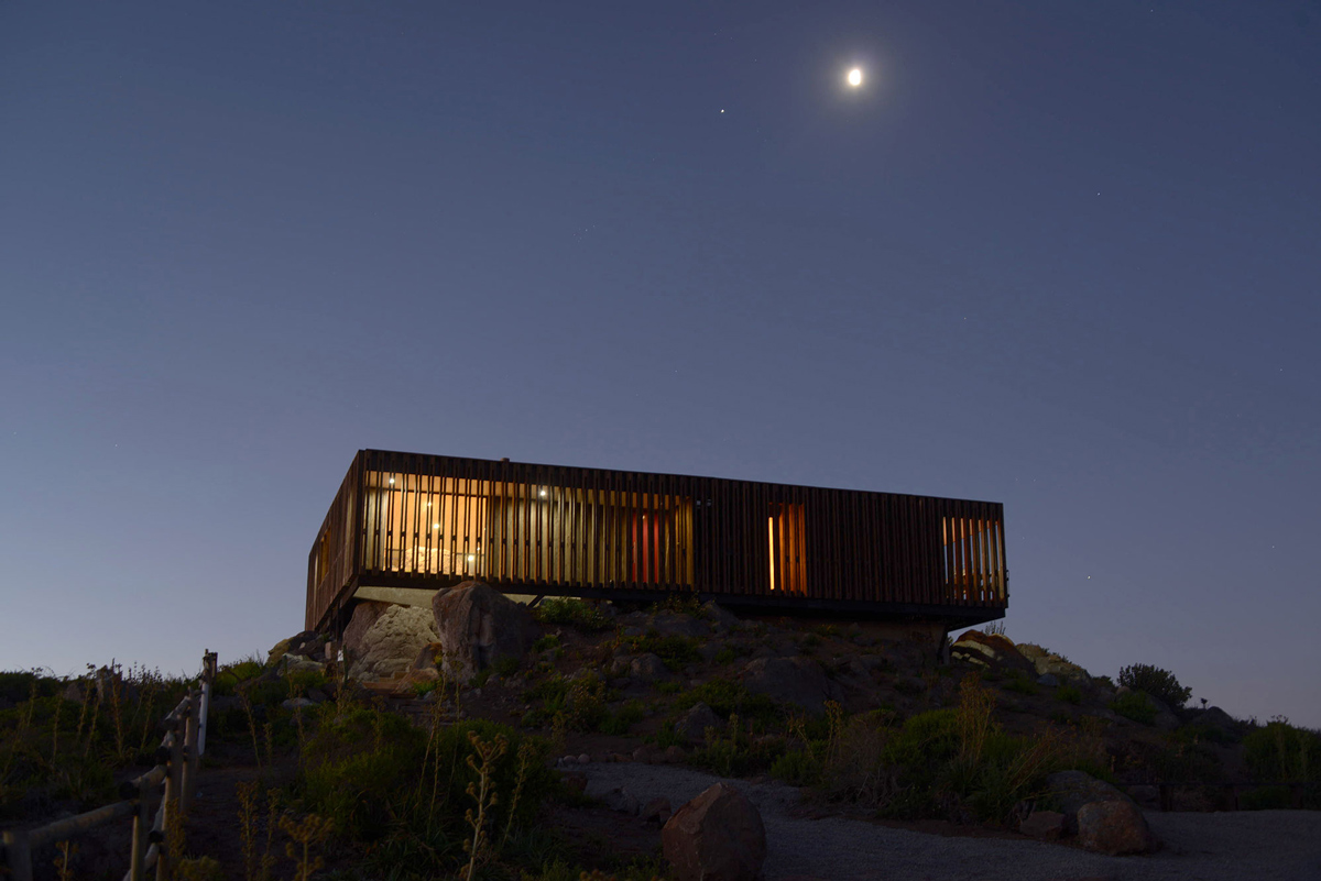 Evening Lighting, Clifftop Home with Panoramic Ocean Views in Tunquén, Chile