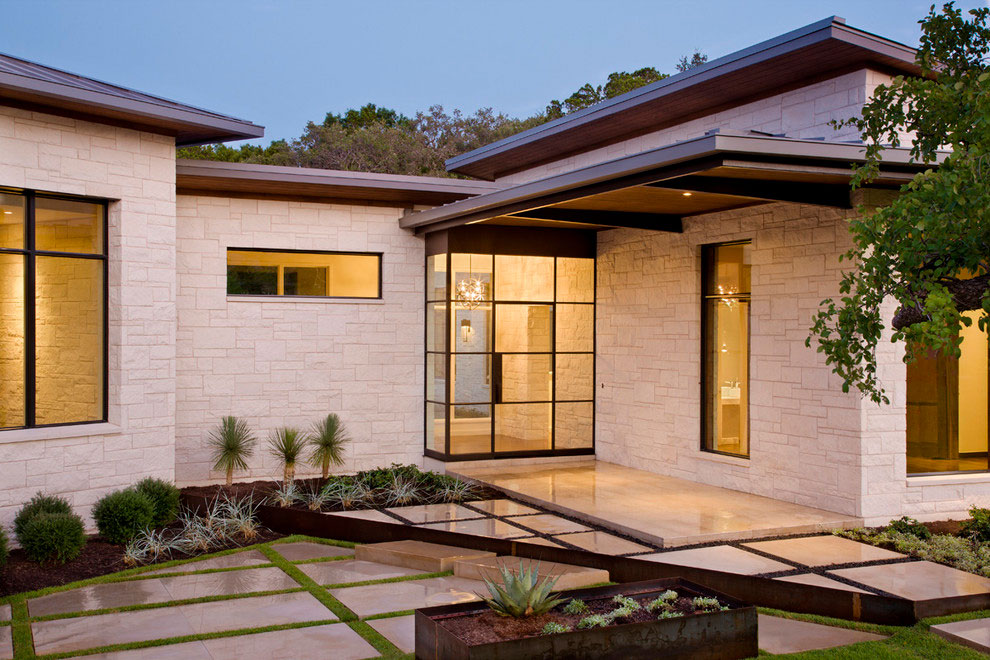 Glass front door gorgeous modern home in austin texas for Glass exterior doors for home