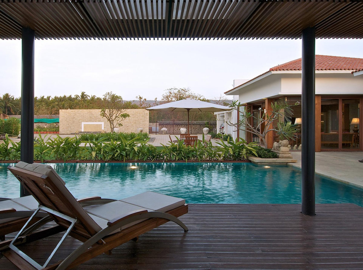 Outdoor Living, Pool, Anish Amin House in Alibaug, India