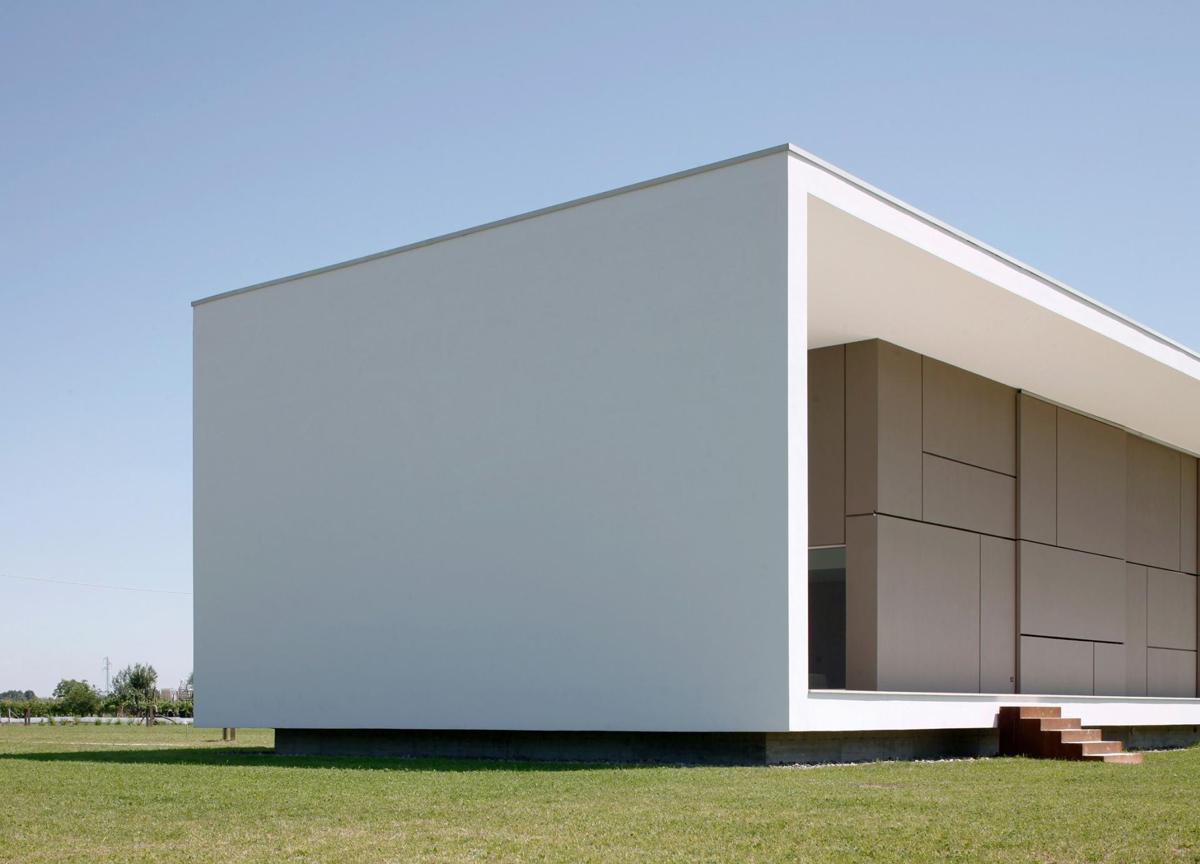 Architecture, Modern Eco-Friendly Home in Castelnovo di Sotto, Italy