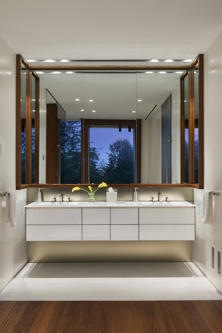 Bathroom, Oceanfront Home in Sagaponack, New York