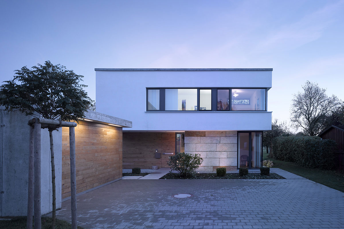 Driveway, Garage, Contemporary Split Level Home in Aalen, Germany