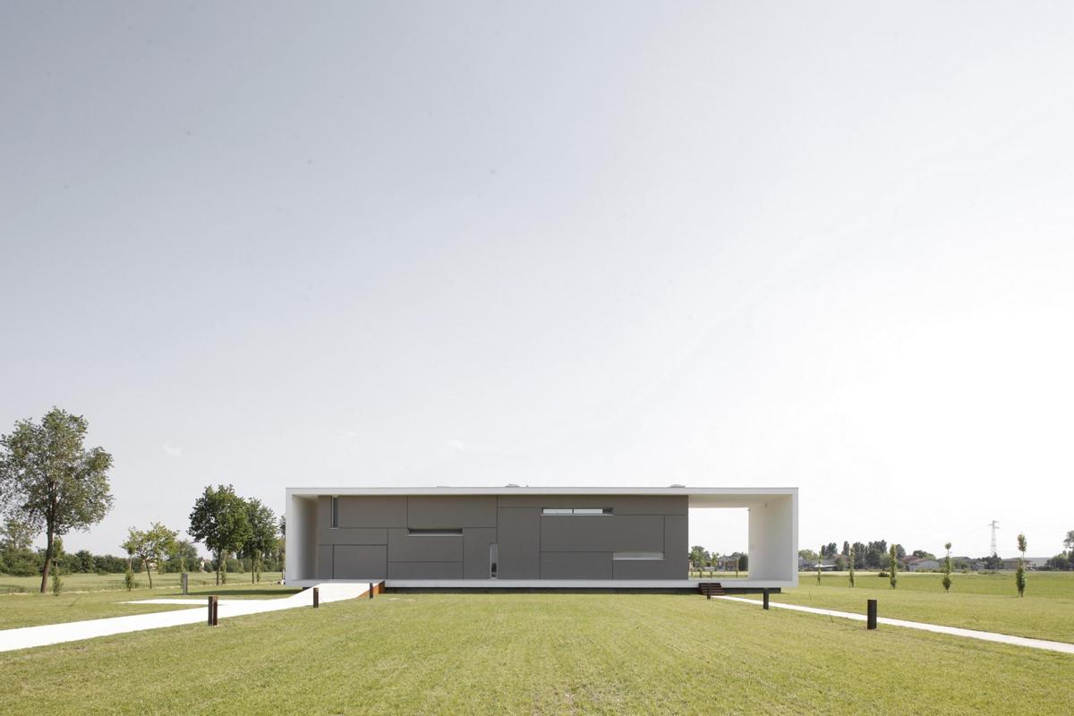 Driveway, Lawn, Modern Eco-Friendly Home in Castelnovo di Sotto, Italy
