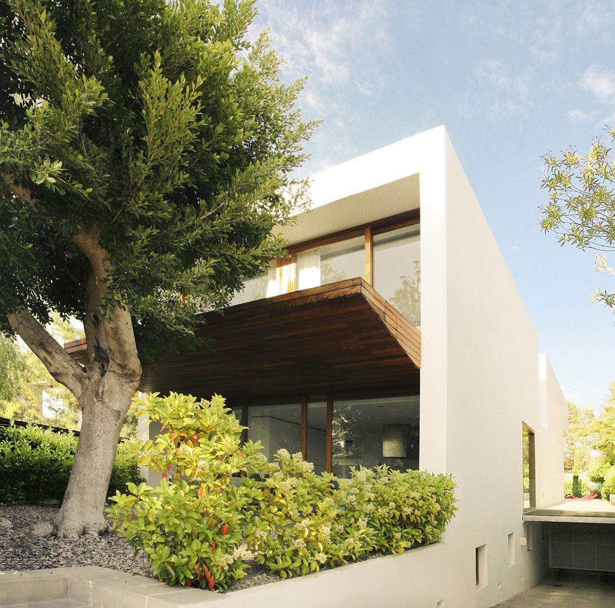 Garage, Contemporary Home in Valencia, Spain