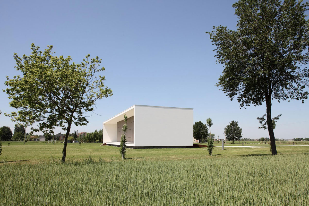 Garden, Modern Eco-Friendly Home in Castelnovo di Sotto, Italy