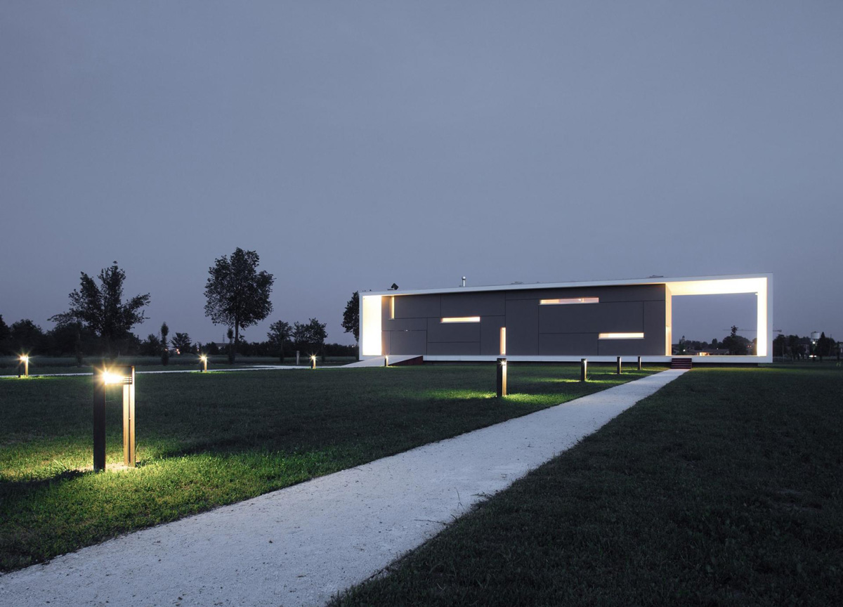 Garden Lighting, Modern Eco-Friendly Home in Castelnovo di Sotto, Italy