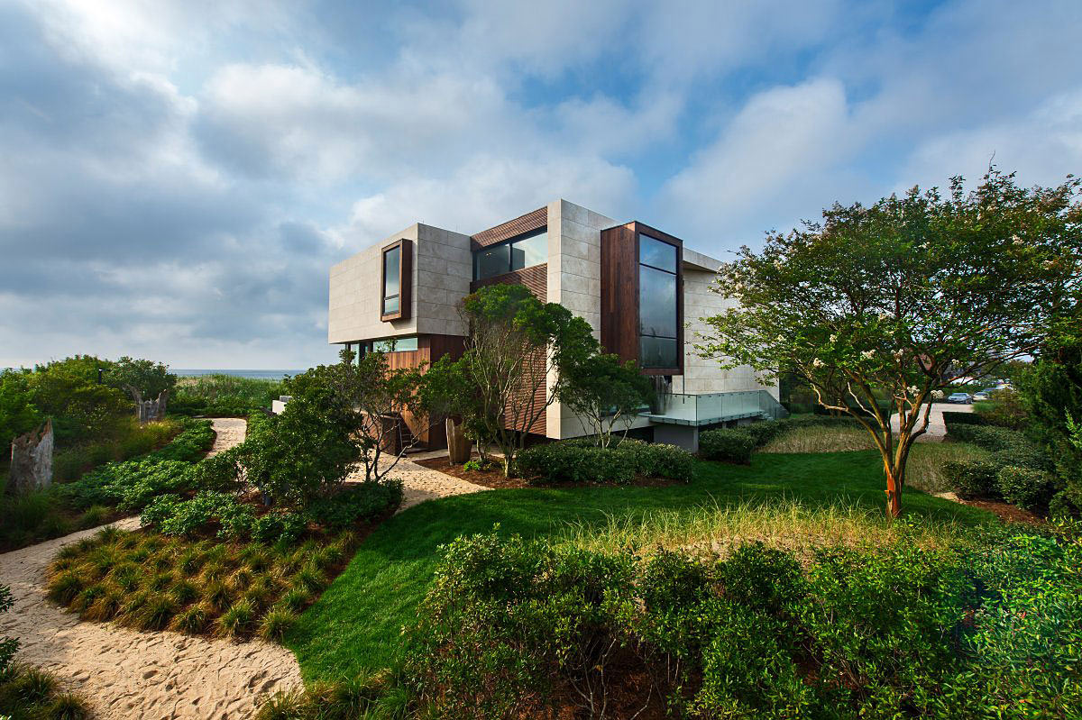 Gardens oceanfront home in sagaponack new york for Modern houses in new york