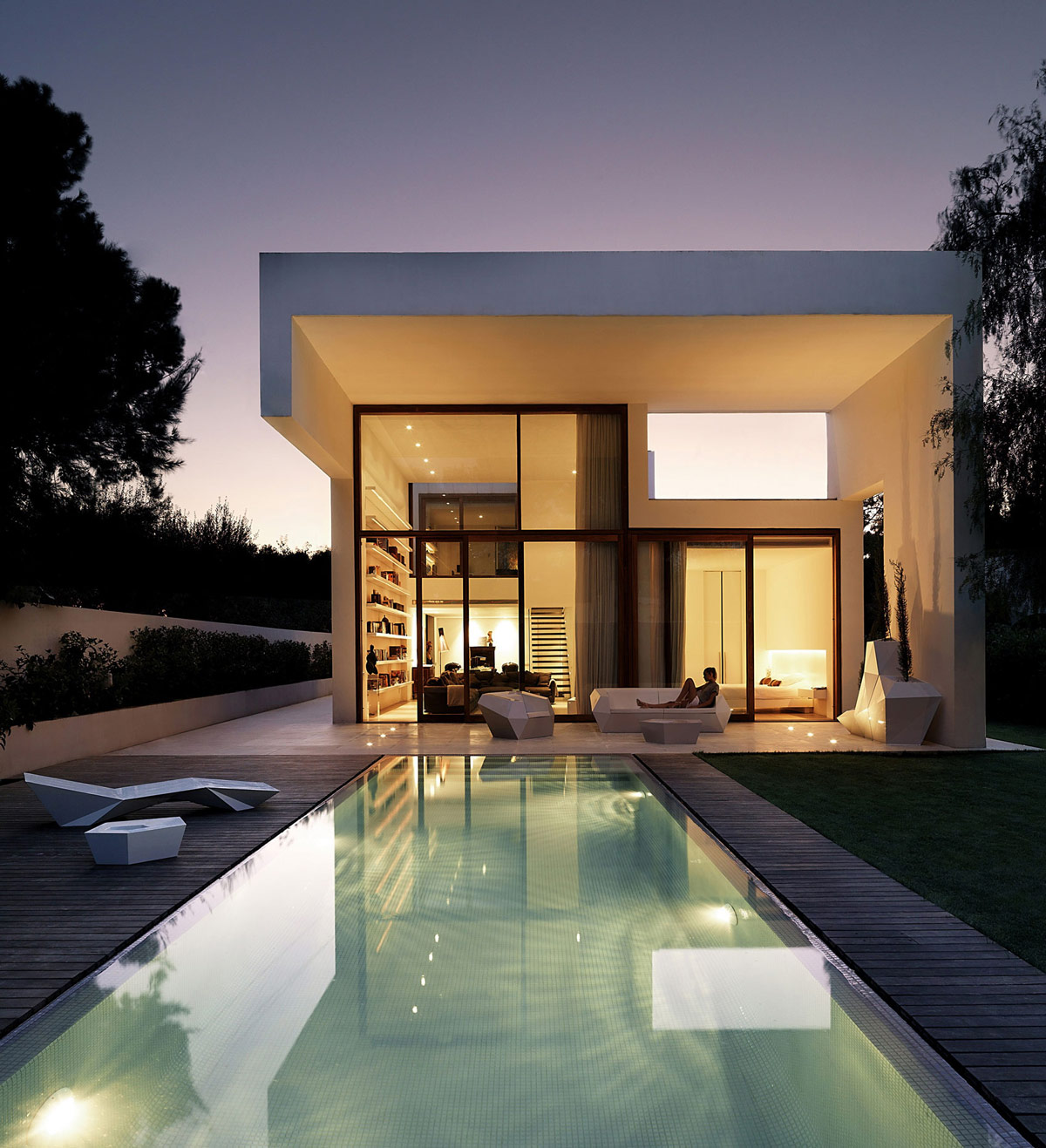 Pool, Lighting, Evening, Outdoor Furniture, Contemporary Home in Valencia, Spain