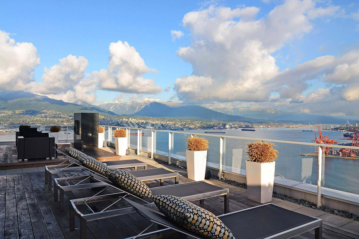 Roof Terrace, Inlet Views, Beautiful Apartment with Amazing Views in Vancouver, Canada