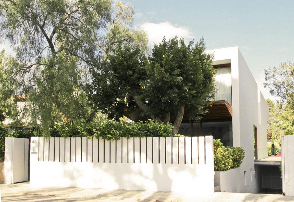 White Fence, Contemporary Home in Valencia, Spain