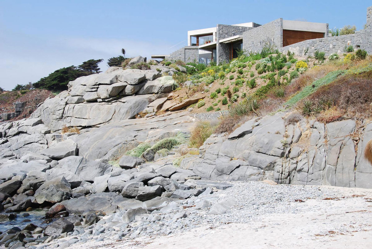 Cliffs, Oceanfront Holiday Houses in Punta Pite, Chile