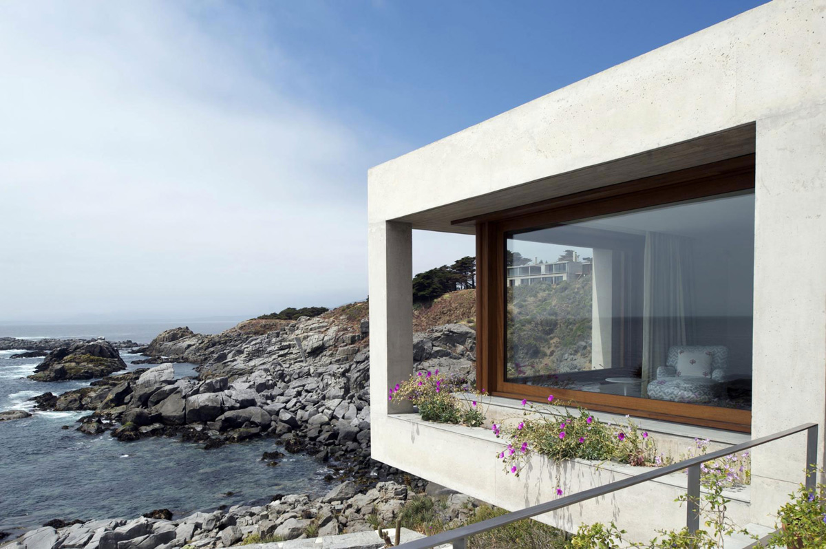 Contemporary Oceanfront Holiday Houses in Punta Pite, Chile