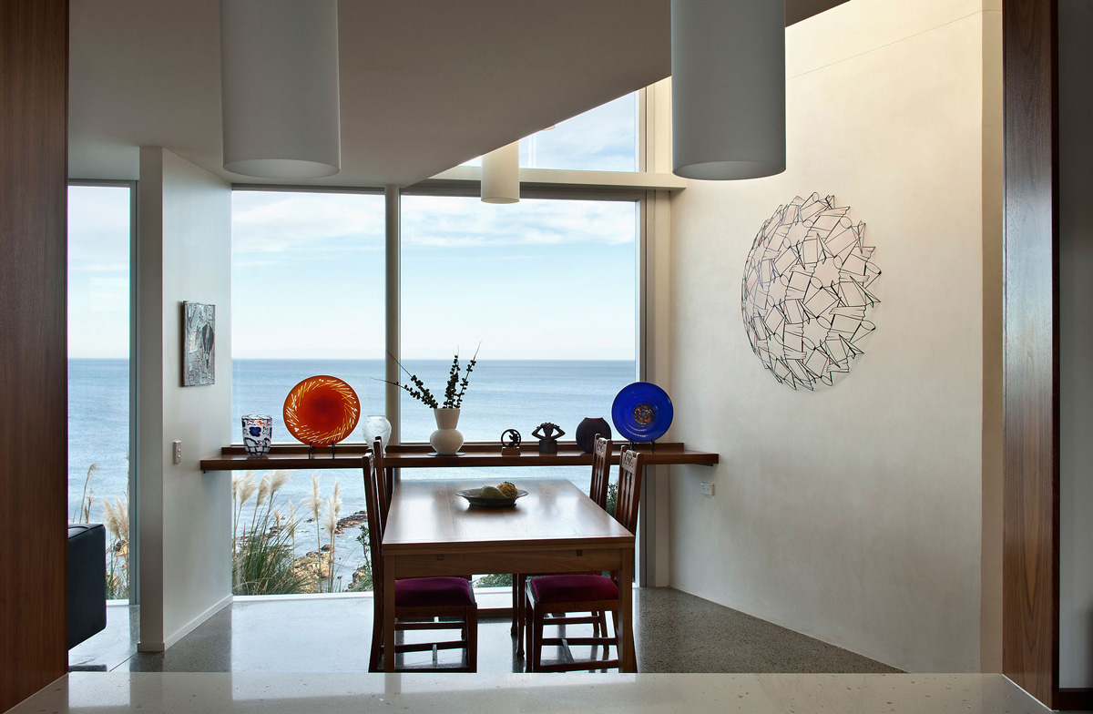Dining Table, Cliff-top Home with Spectacular Views in Wellington, New Zealand