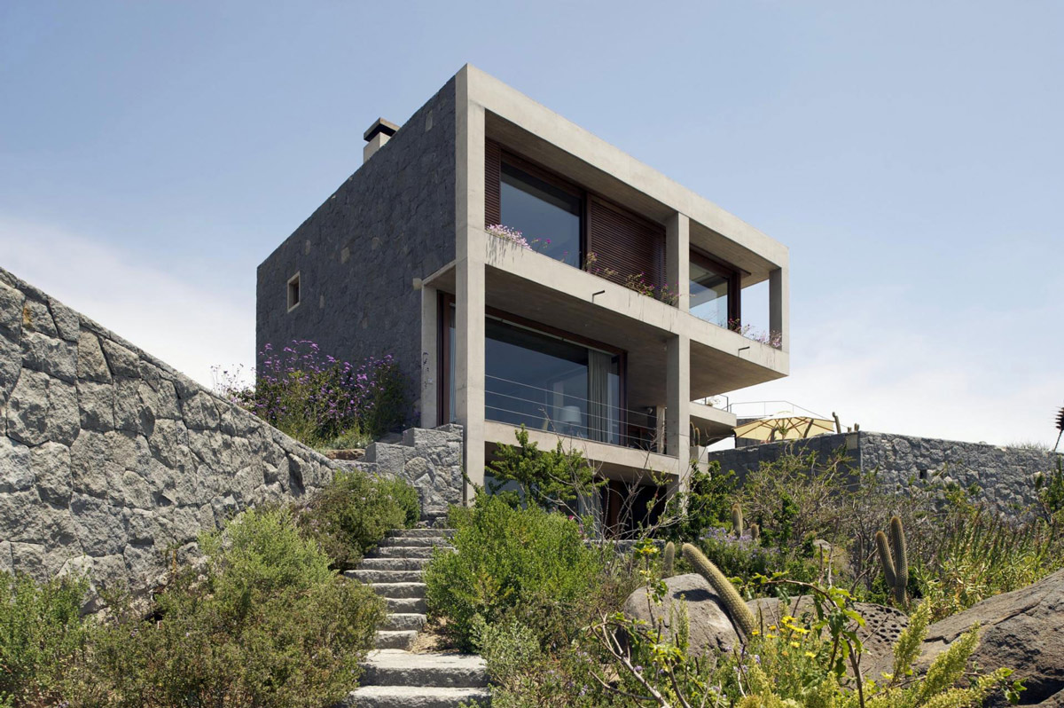 Garden Steps, Balcony, Oceanfront Holiday Houses in Punta Pite, Chile