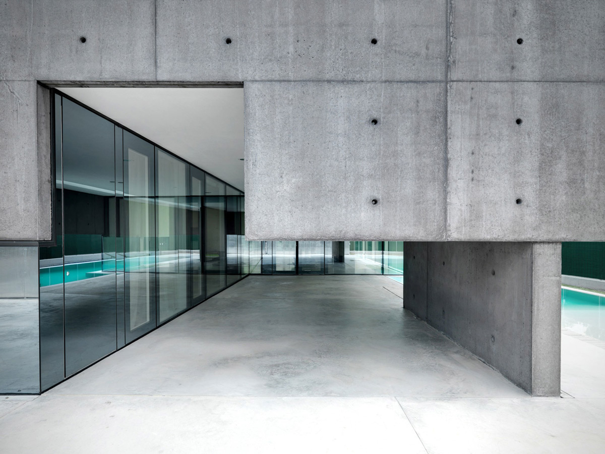 Glass Walls, Terrace, Concrete and Glass Home in Urgnano, Italy