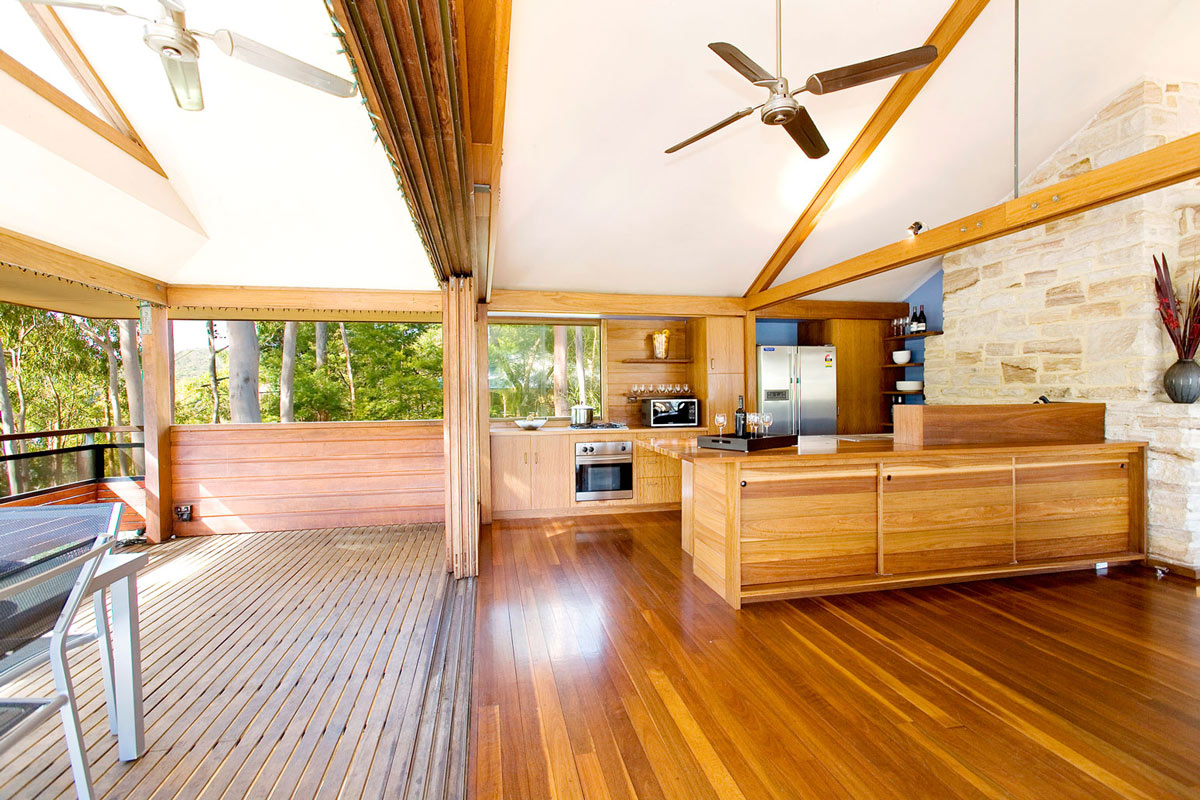 Kitchen, Balcony, Treetops Holiday Home in Sydney, Australia