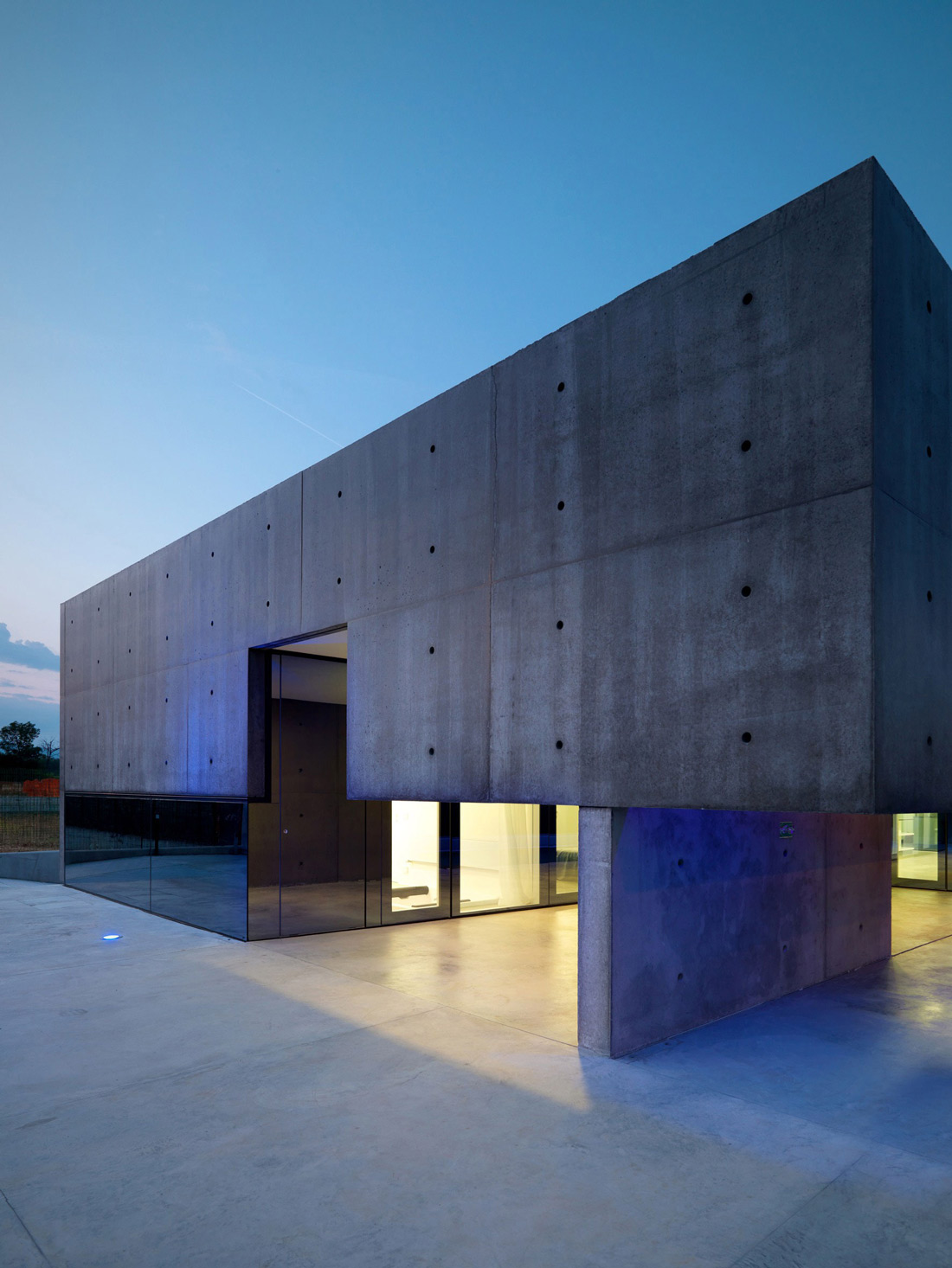 Lighting, Dusk, Concrete and Glass Home in Urgnano, Italy
