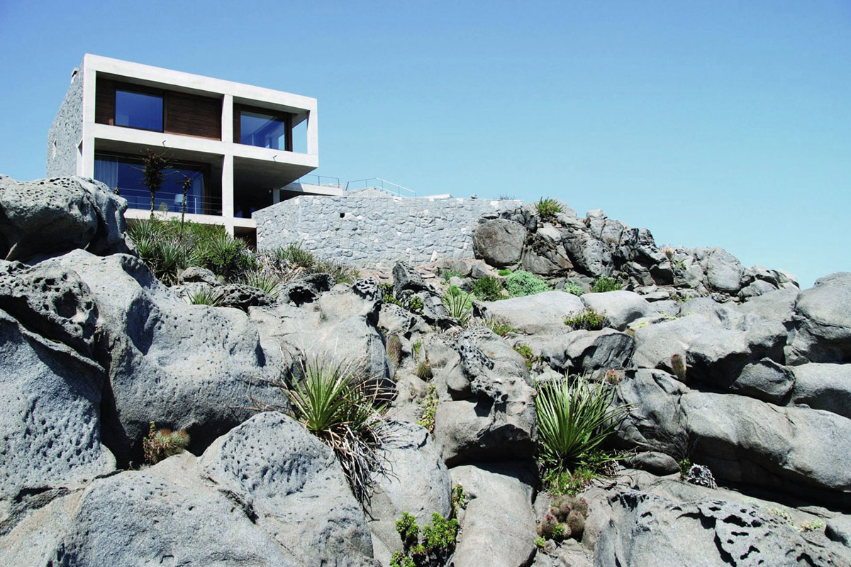 Modern Oceanfront Holiday Houses in Punta Pite, Chile