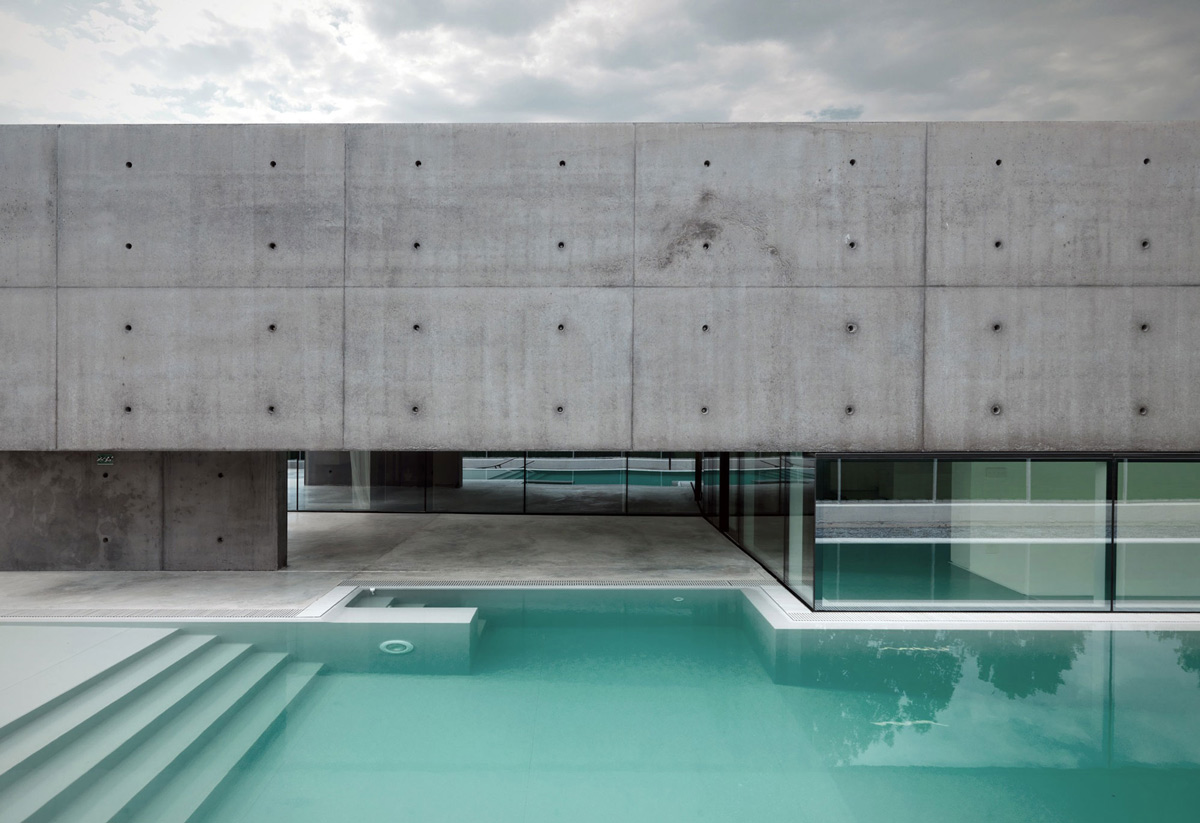 Outdoor Pool, Concrete and Glass Home in Urgnano, Italy