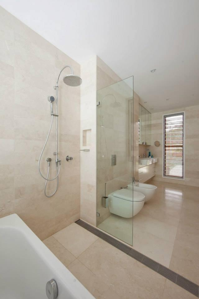 Bathroom, Modern Waterfront Home in Sydney, Australia