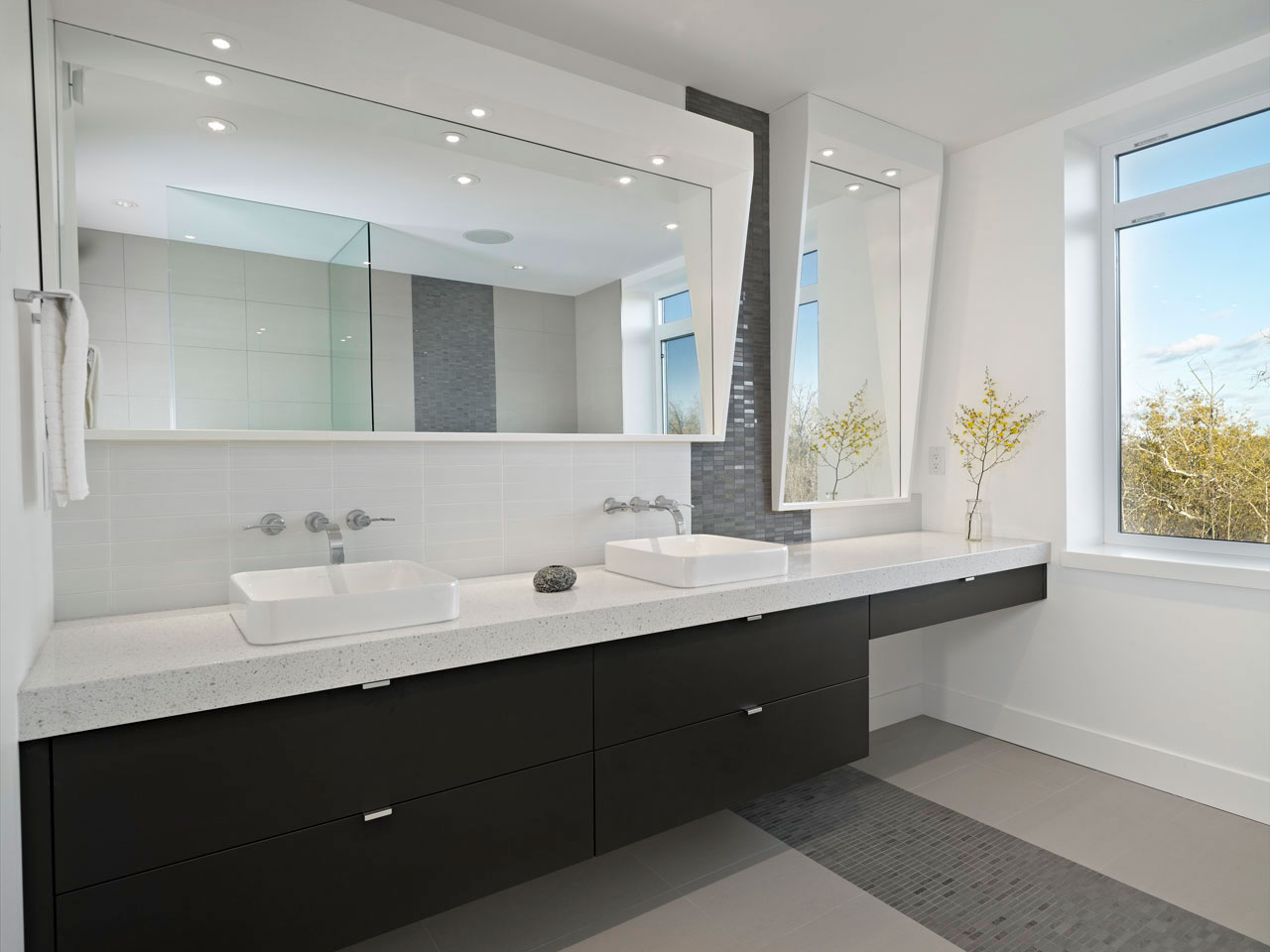 Black & White Bathroom, Contemporary Home in Edmonton, Canada