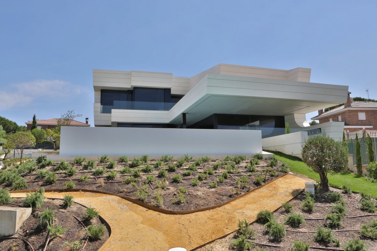 Garden Path, Futuristic Home in Madrid, Spain