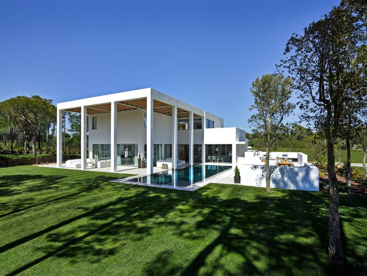Garden, Lawn, Modern Home in Quinta do Lago, Portugal