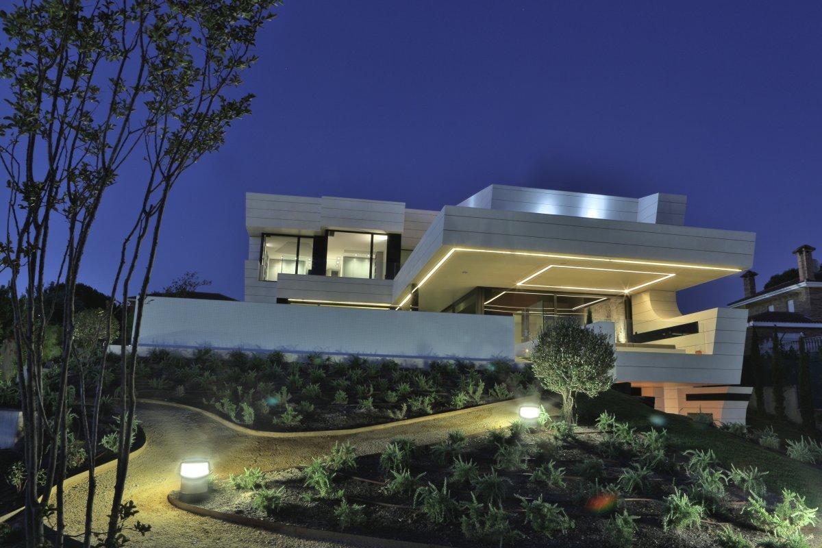 Pathway, Lighting, Futuristic Home in Madrid, Spain