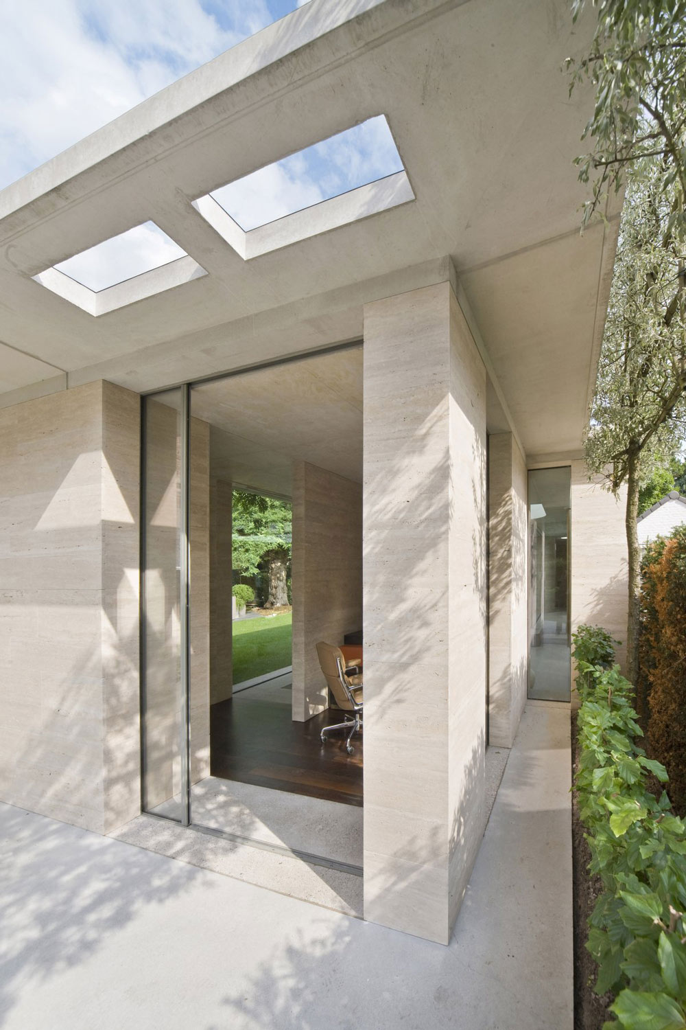 Stone Walls, Extension and Renovation in Eindhoven, The Netherlands