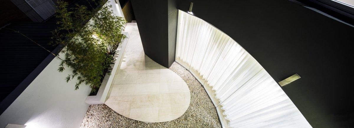 Courtyard, Glass Walls, Contemporary Home in Strathfield, Australia