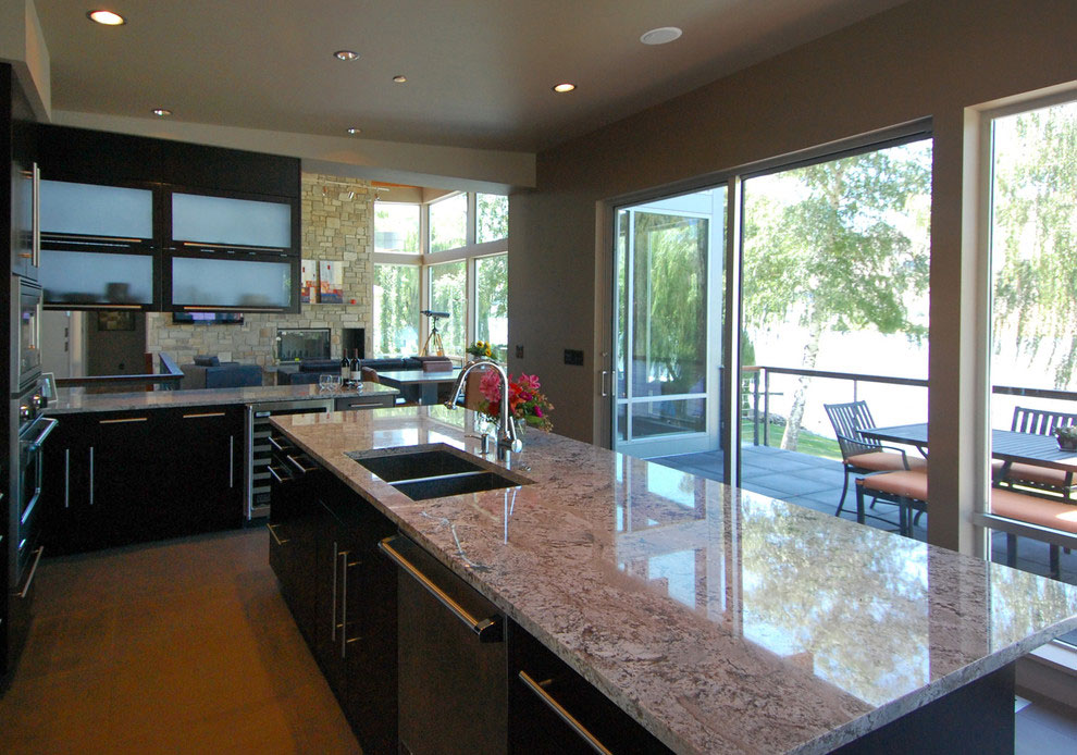 Kitchen Island, Patio Dining, Stunning Home on the Columbia River in Washington