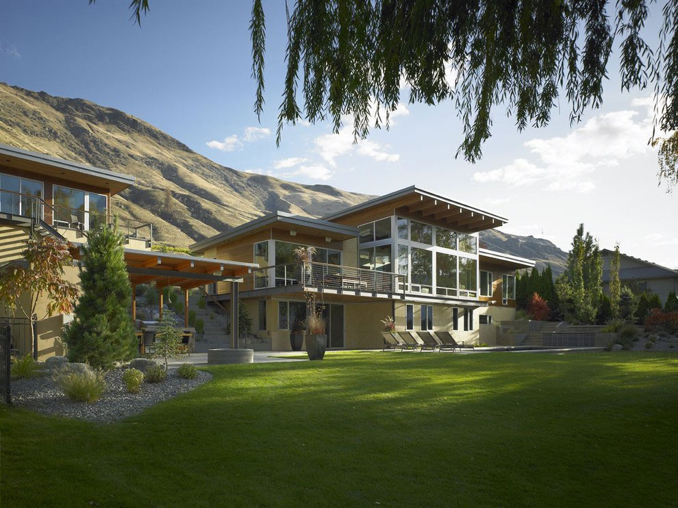 Lawn, Garden, Stunning Home on the Columbia River in Washington