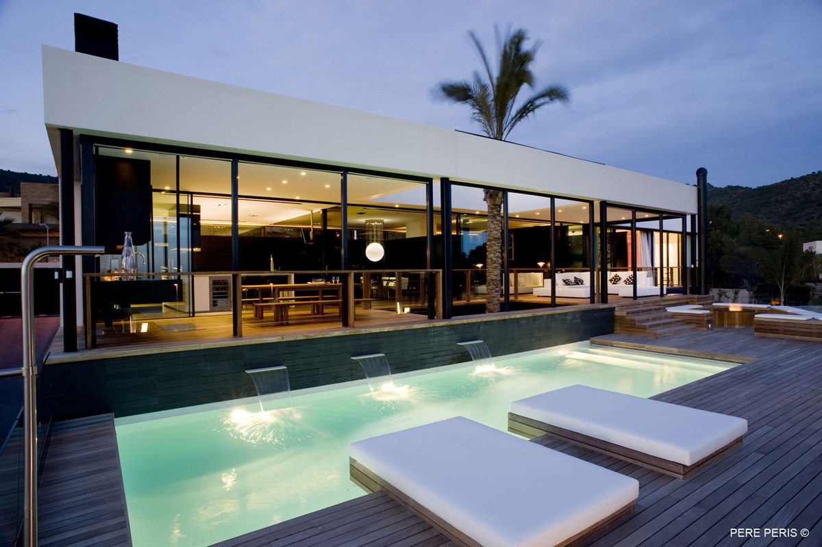 Stylish Glass Home in Valencia, Spain