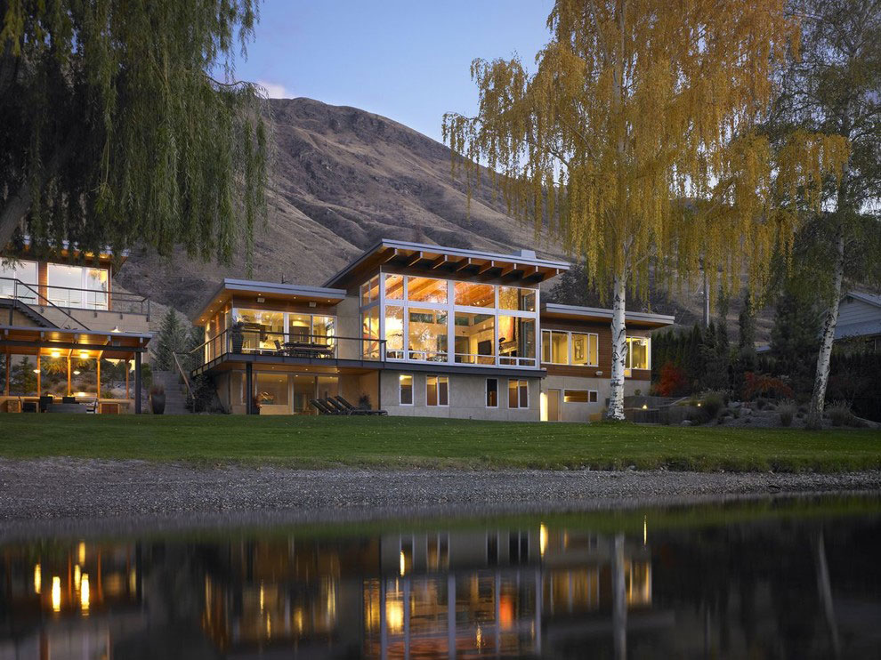 Exquisite Home on the Columbia River in Washington