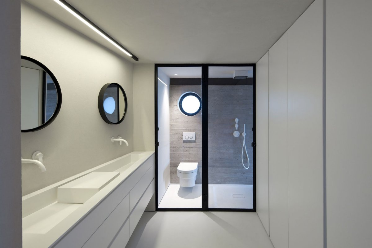 White & Black Bathroom, Contemporary Renovation in Old Jaffa, Tel Aviv