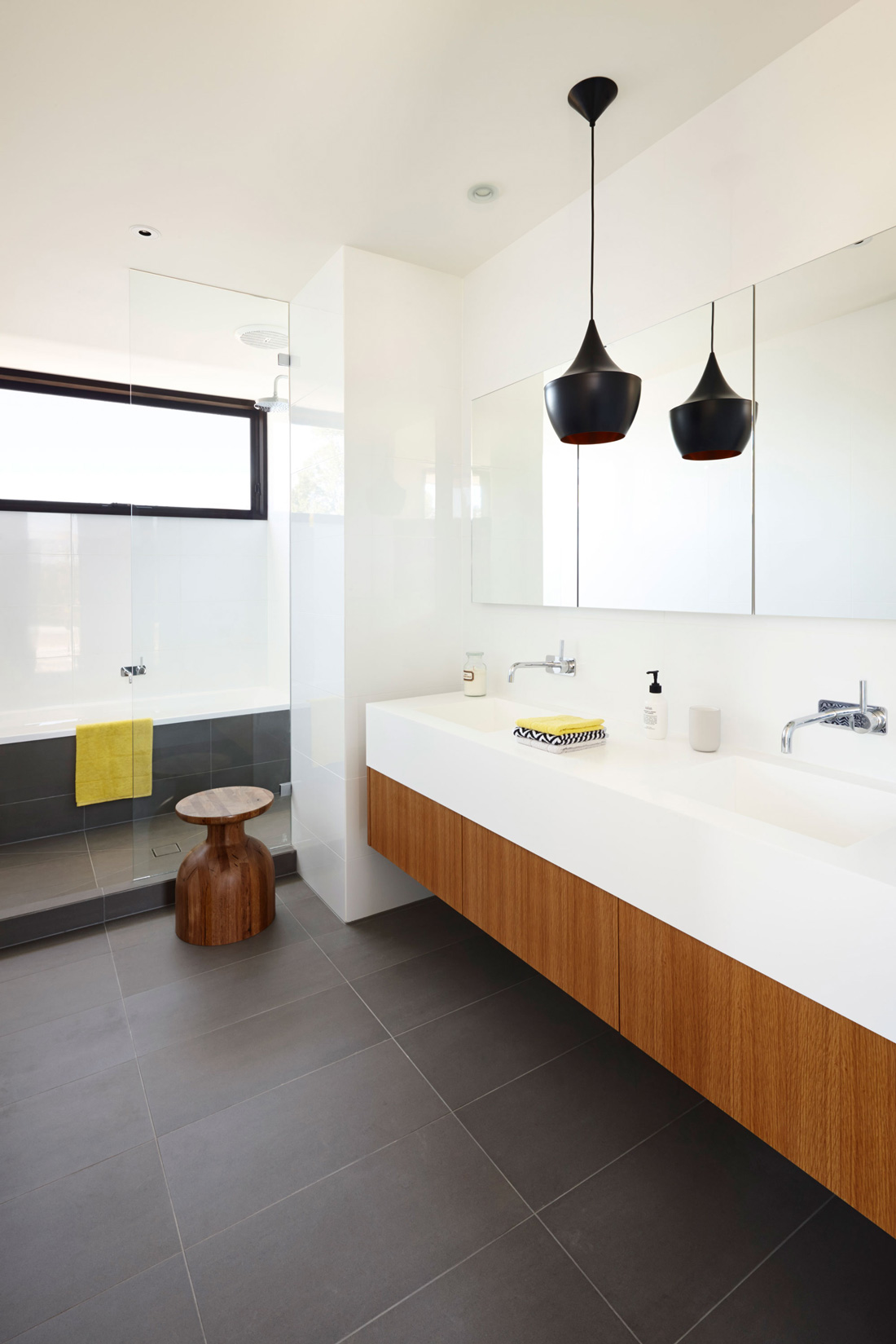 Bathroom, California House in Brighton, Australia