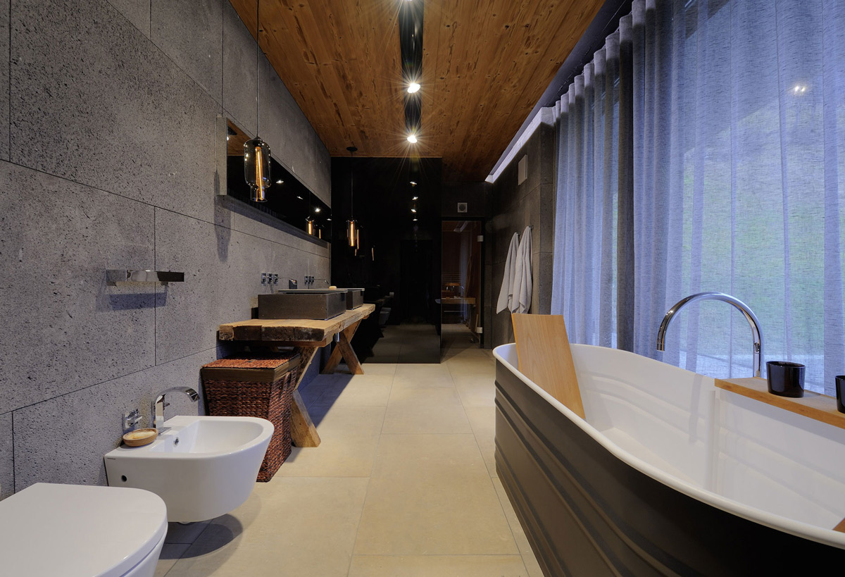 Bathroom, Metals Bath, Stone Walls, Apartments in Kappl, Austria