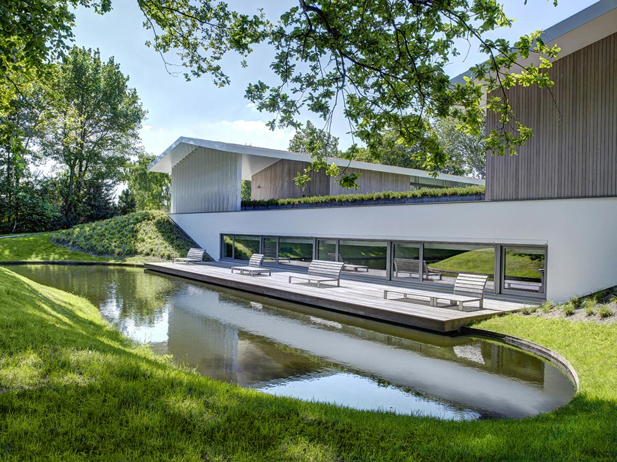 Deck, Water Feature, Modern Home in Oosterhout, The Netherlands