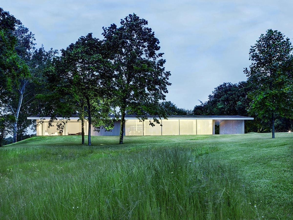 Lawn, Gardens, Modern Home in Oosterhout, The Netherlands