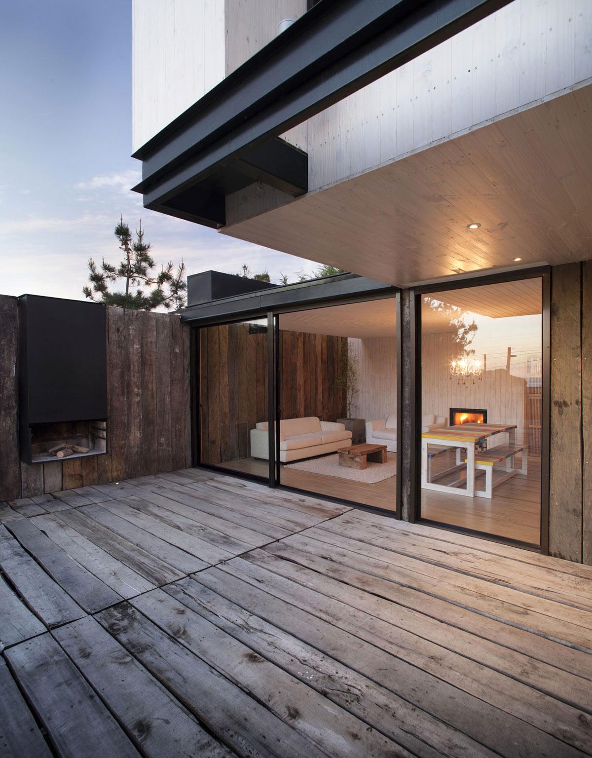 Outdoor Fireplace, Terrace, Patio Doors, Family Home in Algarrobo, Chile