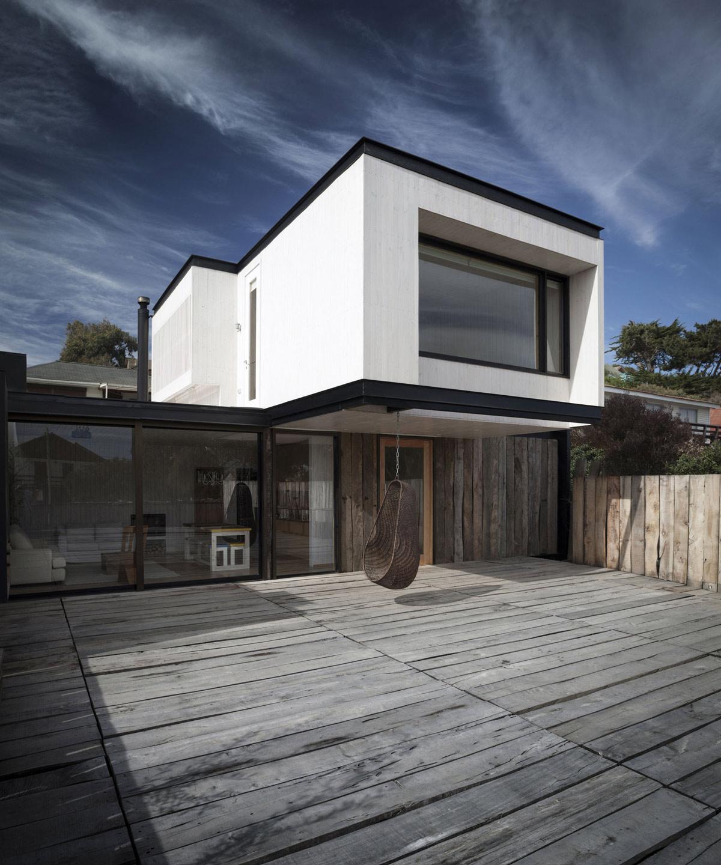 Swing, Wooden Deck, Patio Doors, Family Home in Algarrobo, Chile