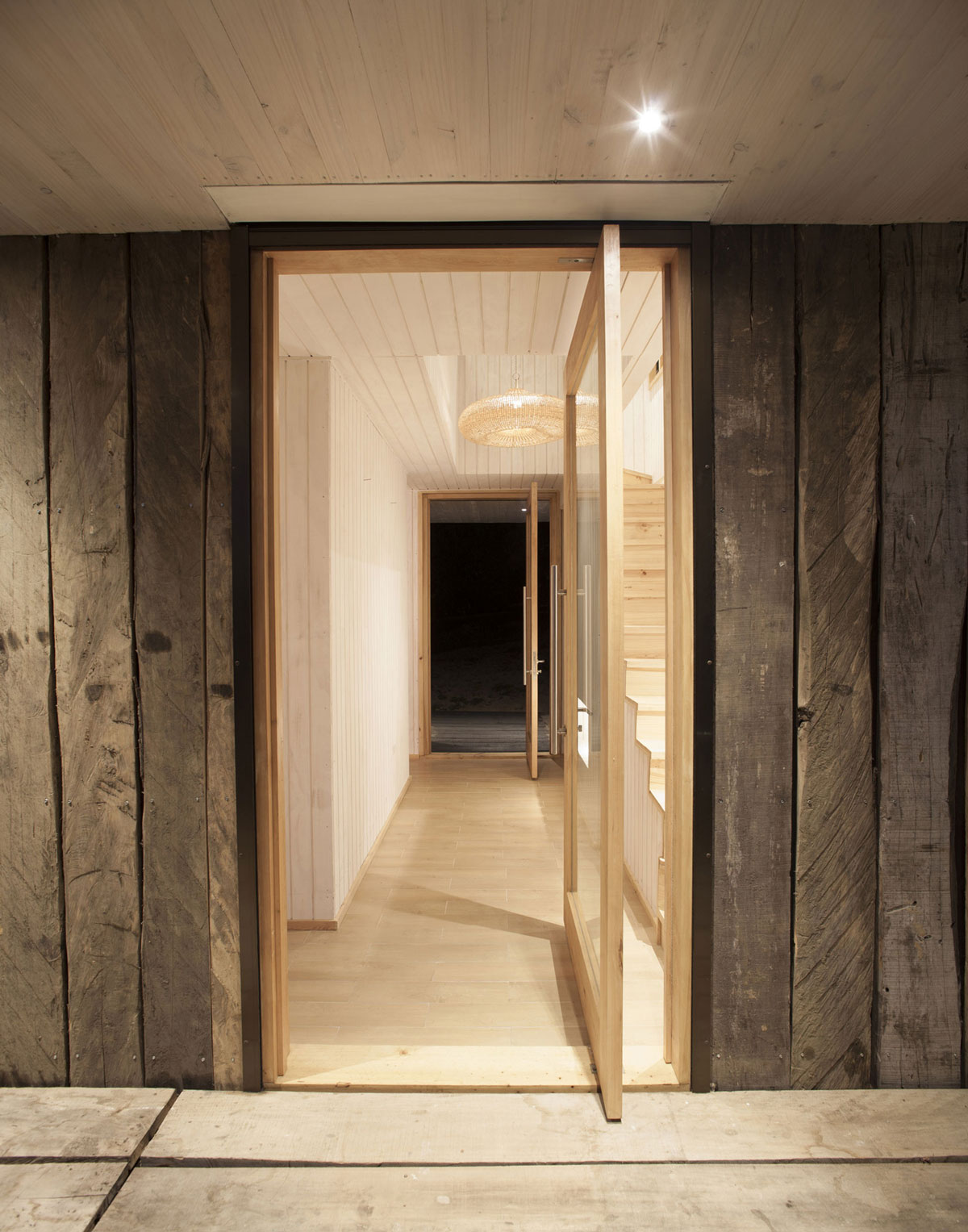 Wooden Walls, Entrance Doors, Family Home in Algarrobo, Chile