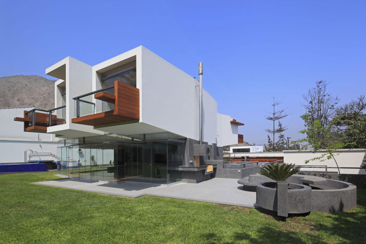 Cantilever, Home in La Planicie, Lima