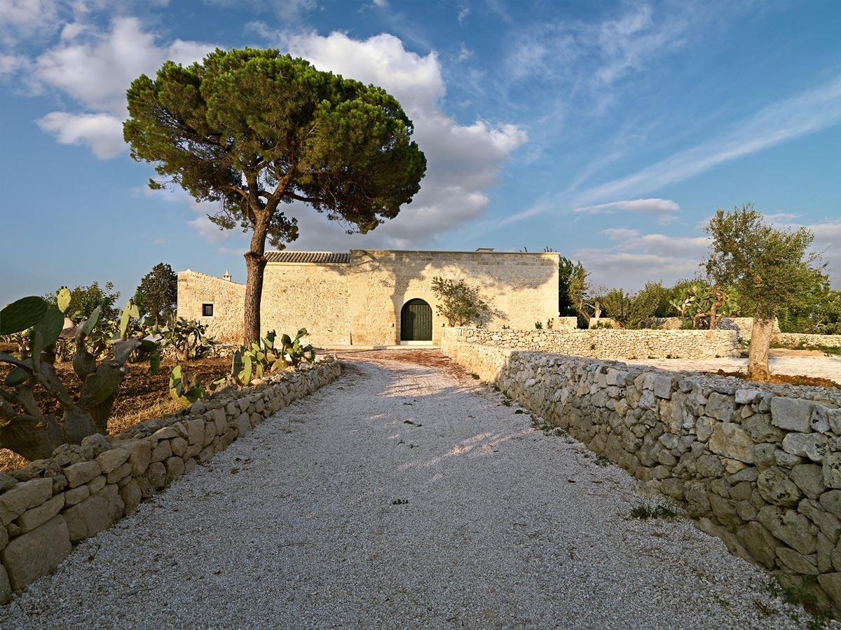 Driveway, Relais Masseria Capasa Hotel in Martano, Italy