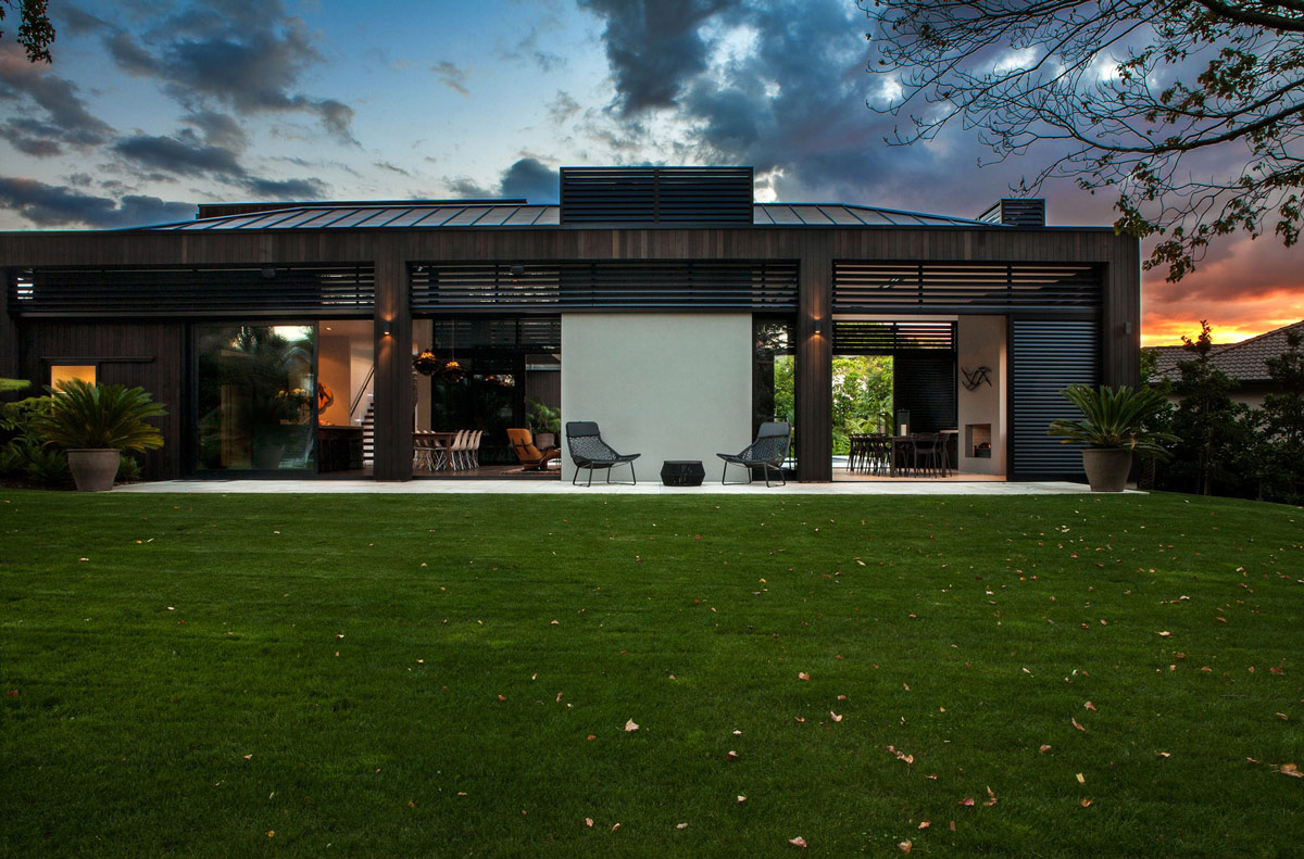 Evening, Garden, Modern House in Auckland, New Zealand