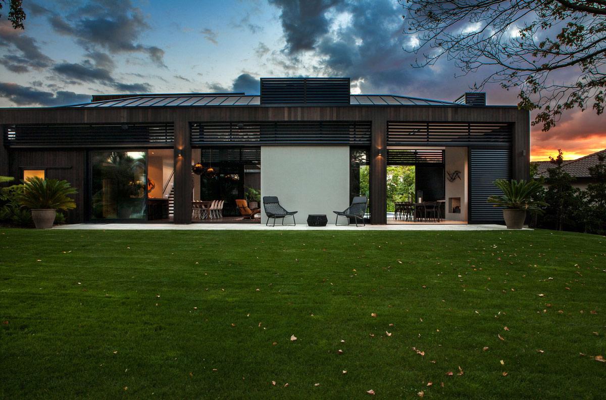 Evening, Garden, Modern House in Auckland, New Zealand