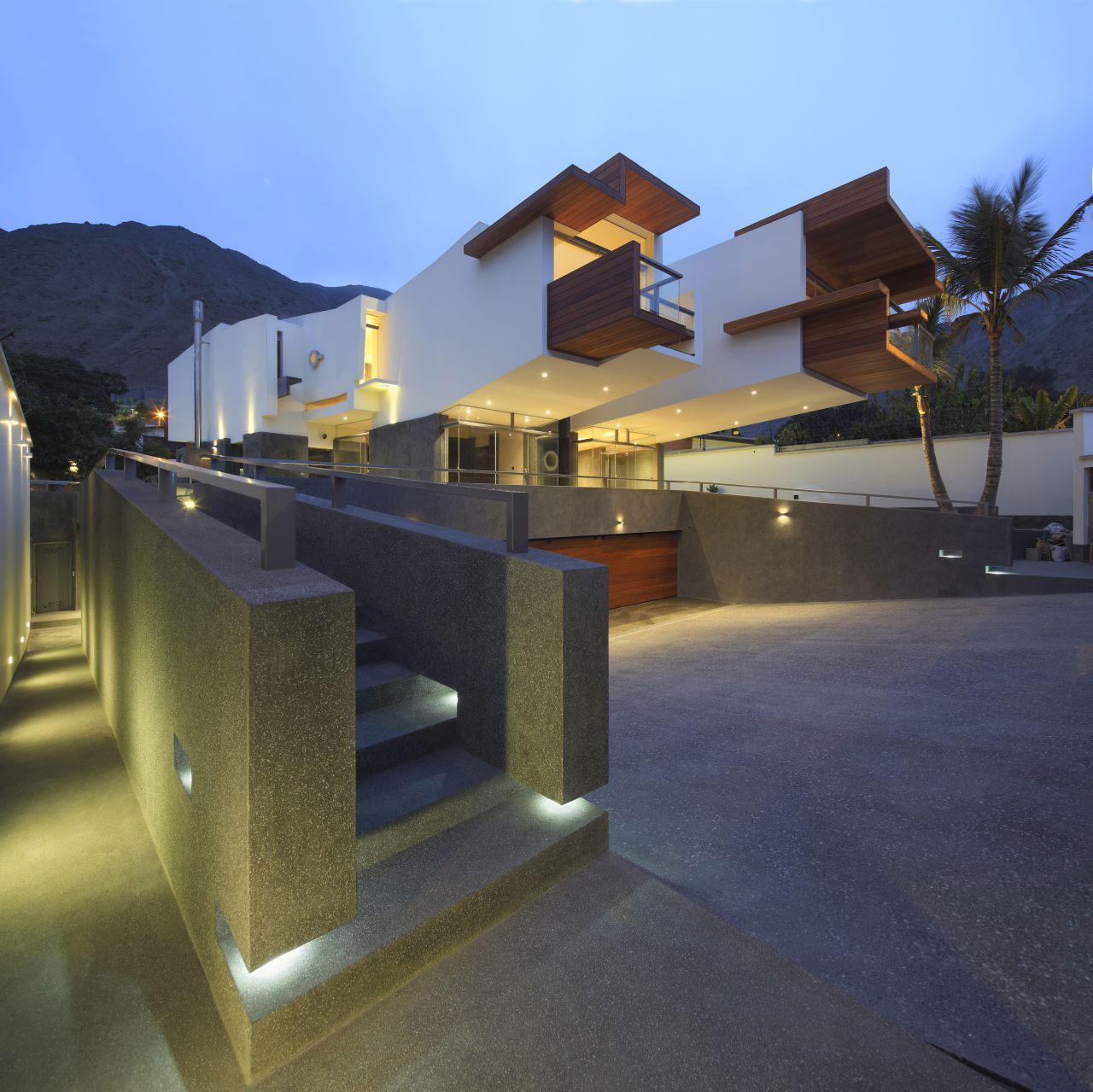Evening, Outdoor Lighting, Home in La Planicie, Lima
