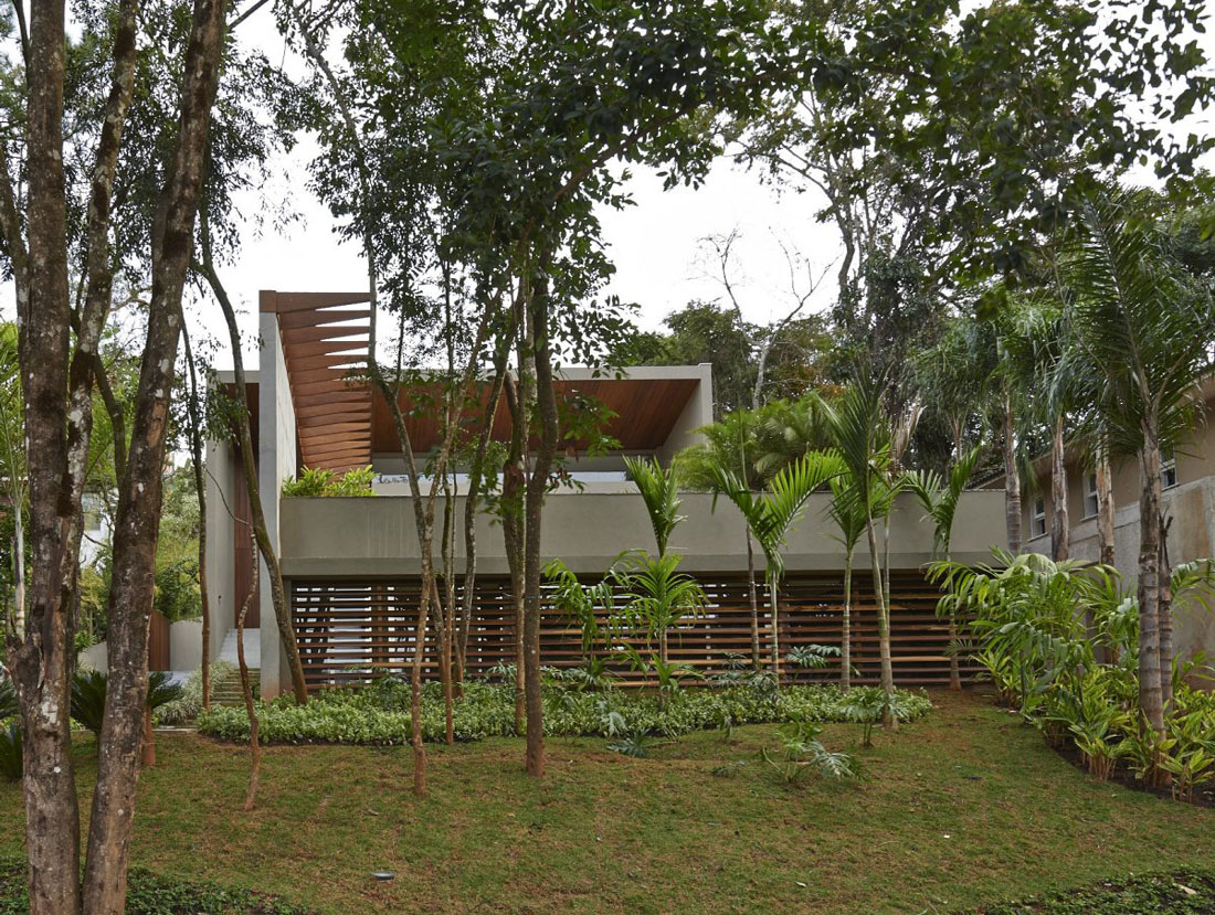 Garden, Contemporary Home in Nova Lima, Brazil
