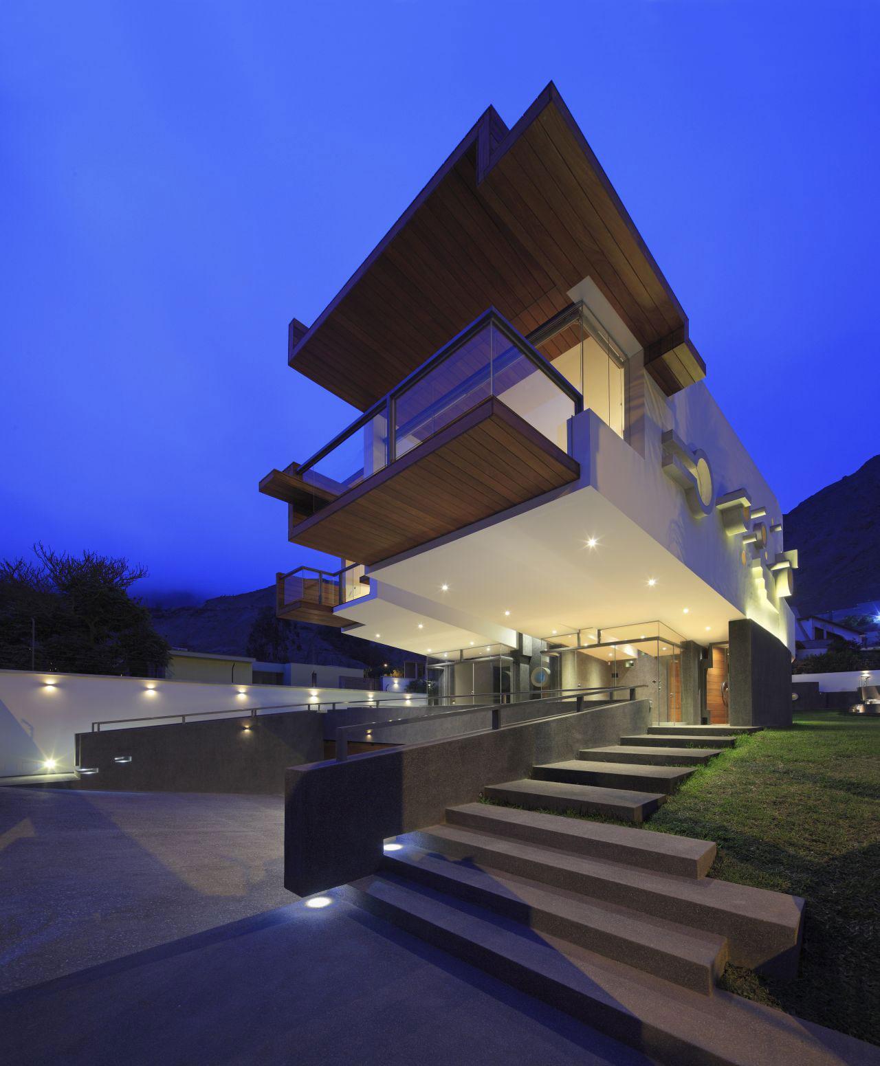 Garden, Evening, Lighting, Home in La Planicie, Lima